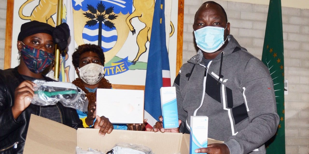Dundee donates to Grootfontein Municipality
