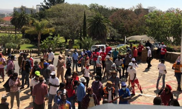 Descendants march to parliament protesting against genocide debate